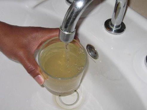 Грязная вода с крана