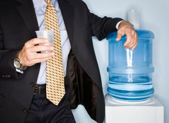 пить воду в офисе
