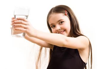 Как выбрать питьевую воду для детей